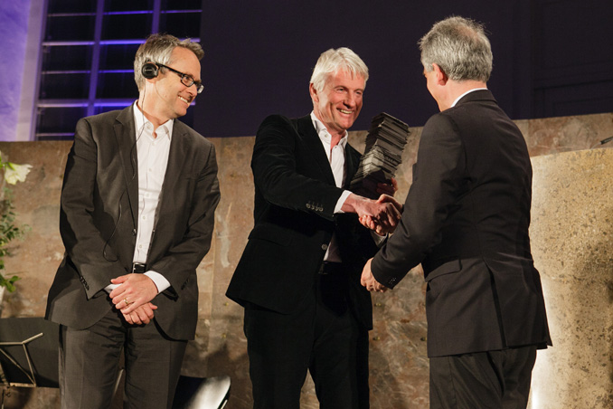 Prize-giving ceremony IHA 2012, Ray Brown, Christoph Ingenhoven, Lord Mayor Peter Feldmann, photo: Fritz Philipp